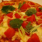 楽楽 - トマトいっぱいピザ!!