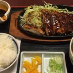 やじろべえ - 鉄板味噌カツ膳