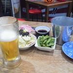 kisekinotebasakisarari-manyokochou - えだまめ キャベツ かまぼこ ホネ入れのバケツ ちょっとビール飲んでます