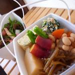 イシノナカ - たっぷりお惣菜の2段どんぶり弁当 ¥850~