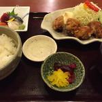 長万部酒場 - ザンギとお刺身の定食(日替り)(¥880)