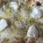 ダ・モコ - 四種チーズピザのアップ