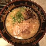 元祖 博多中洲屋台一竜 - 料理写真:一竜ラーメン 590円