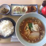 桃ドライブイン - ラーメン定食750円