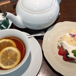 アフタヌーンティー・ティールーム - アフタヌーンティと苺のショートケーキミニサイズ。