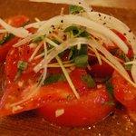 楽楽 - 冷やしトマトのマリネ にんにく オリーブオイル