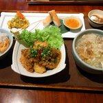 アジアンダイニング 金魚蘭 - 本日の日替わりランチセットです。沢山の料理が入っていますよ。