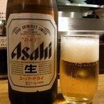 大阪トンテキ - 何時ものようにビールからのスタートです。ここは瓶ビールしかありませんでした。アサヒのスーパードライです。ぷふぁ~、今日の暑かったからビールが美味しいです。さて、何を食べましょうか。