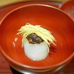 """津之守坂 よねやま - """"蕪の含ませ""""、くるみの味噌と柚を添えて"""