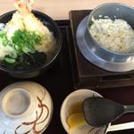 43924751 - 私がオーダーした天ぷらうどん定食に食欲がそそりますね(#^.^#)                       20151031
