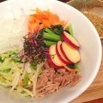 TAMA - ランチ。肉野菜蕎麦、熱盛り。