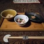 43931179 - 左から里芋煮物、タコ酢、お浸し
