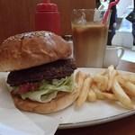アームズ ピクニック - ハンバーガー720円、フレンチフライ140円、アイスラテ150円