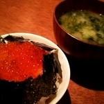 ハーバーズキッチン - イクラ丼と味噌汁