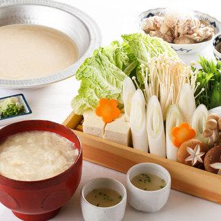 二大名物鍋その壱!ぷるるんコラーゲンスープの濃厚水炊き