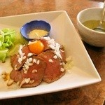 快 - ローストビーフ丼 並 わかめスープ