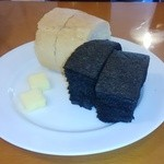 ラ・フレッチャ - セットのパン、これだけでも充分に美味しい