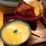 壱厘酒蔵 - チーズ豆腐とお芋のチップス✩︎⡱
