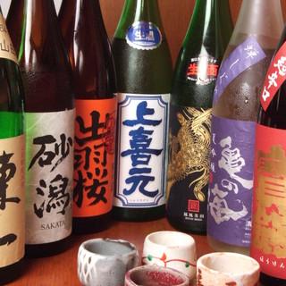 全国各地のこだわりの地酒を枡でご提供。飲み比べも可能◎