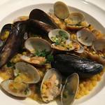 ラビー. - サルディーニャのパスタ、フレーグラをつかったアサリとムール貝のサフランソース