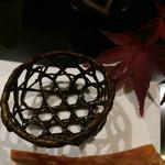 43956520 - 昆布の編み籠。揚げてある