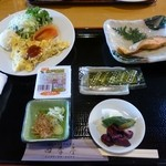 竜ヶ崎プラザホテル 四季亭 - 朝食の基本のおかず750円(税別)