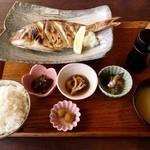 御飯屋  おはな - 「魚料理セット」です。