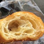 43964677 - 限定のクロワッサン、バターの香り、味、濃くて美味しい〜!
