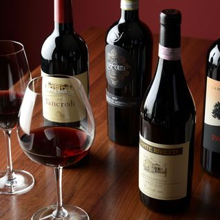 お料理に合わせたワインをご用意いたします。