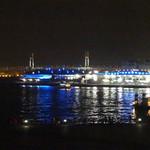 モーション・ブルー・ヨコハマ - カウンターの窓から見た夜景