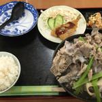 いちまん御膳 南の駅 食道 - 骨汁定食650円