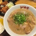 43972956 - 唐揚げ定食(醤油ラーメン)980円