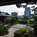 43973081 - 食事場から見た見事な中庭。