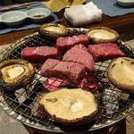 料理旅館 奥飛騨山草庵 饗家 - 料理写真:夕食 飛騨牛