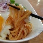 デイトリップ - うどんはしっかりとコシのある太麺のナポリタン