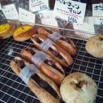カスタード - 料理写真:栗の甘露煮+ぶるーべりーじゃむ+へーぜるなっつくりーむ+バケット生地=合う!美味しい!