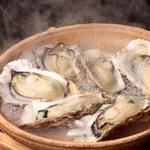 ちょびぞう - 料理写真:厚岸産 牡蠣の酒蒸し