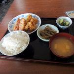 味楽来 - 料理写真:メンチカツ・若鶏カラ揚セット定食(日替りランチ):525円