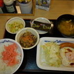 松屋 - 料理写真:ソーセージエッグ定食 400円