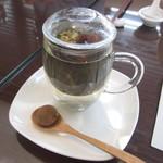 43980580 - なつめなどが入った薬膳茶。氷砂糖も入っているので、ほんのり甘いお味。さし湯でお代わりできます。