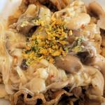 すき家 - きのこペペロンチーノ牛丼