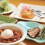 けんすけ - カレーメニューに500円追加で前菜・1ドリンク・デザート付