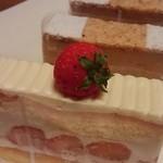 43987416 - マルジョレーヌ&ショートケーキ 各400円