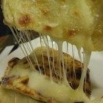 4399597 - 【ゴウサハラセット】チーズナン、良く伸びる~。