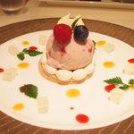 ハーゲンダッツ ラ メゾン ギンザ - ストロベリーアイスクリーム、ミックスベリーのショートケーキ仕立て(1250円)