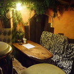 マージル ブラン - 奥のテーブル席も包まれ感があり人気です