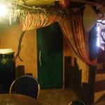 マージル ブラン - 緑の扉がトイレです。照明スイッチは右側にあります