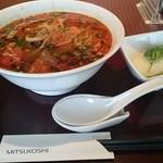 ランドマーク - ピリリン麺とサラダ(バジルの葉のってます)