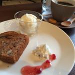 カフェドエコ - パウンドケーキ(マロン)とコーヒーのセット
