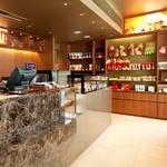 リンツ ショコラ カフェ - 1階のチョコレート販売スペース